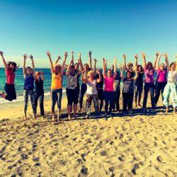 Yogaferien am Strand Gruppenbild mit Dame Internet