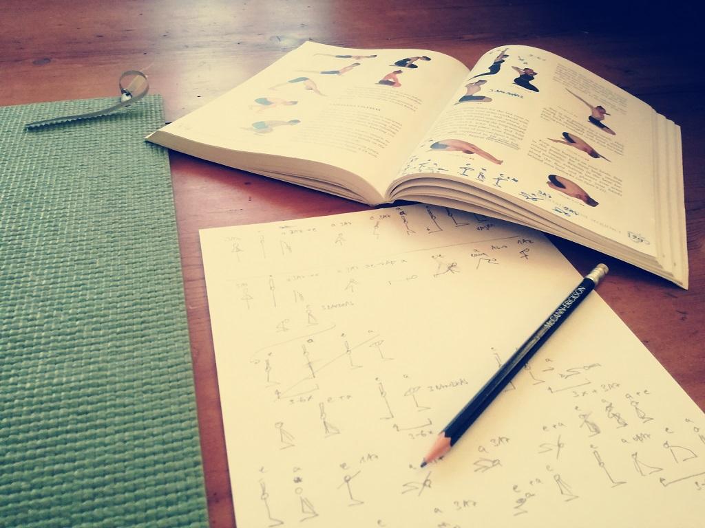 Yoga üben mit Yogaübungsreihe