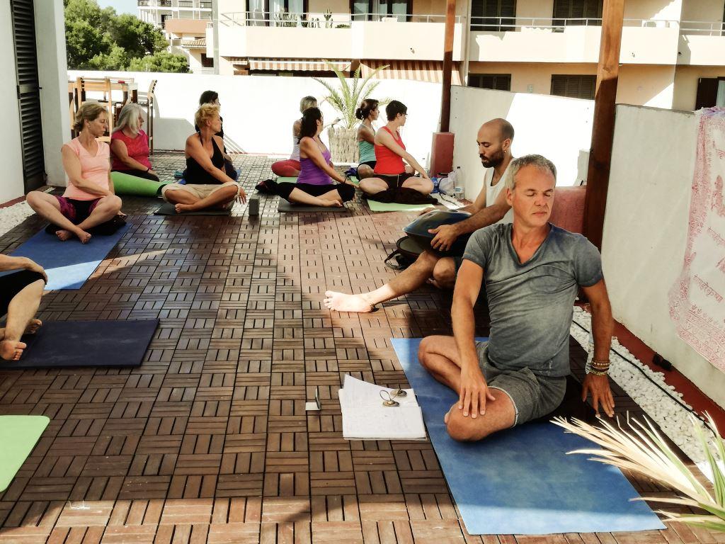 Yoga mit Stefan am Meer