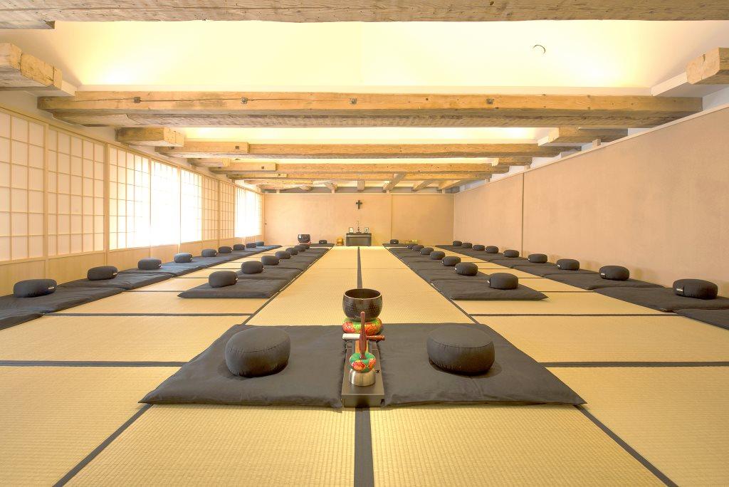Meditation im Kloster Stress Auszeit