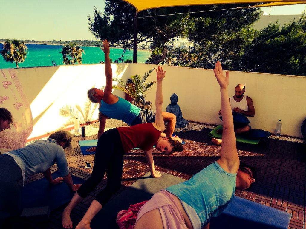 Yogaferien am Meer mit Handpan