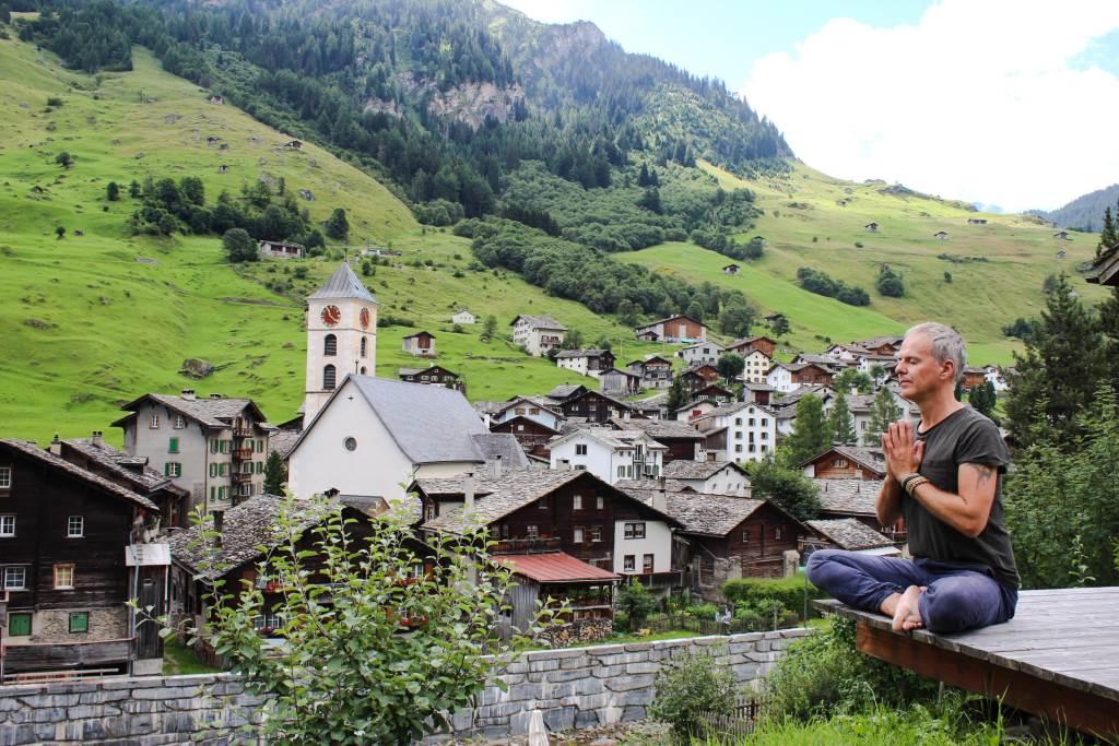 Stress abbauen mit Yoga und Meditation