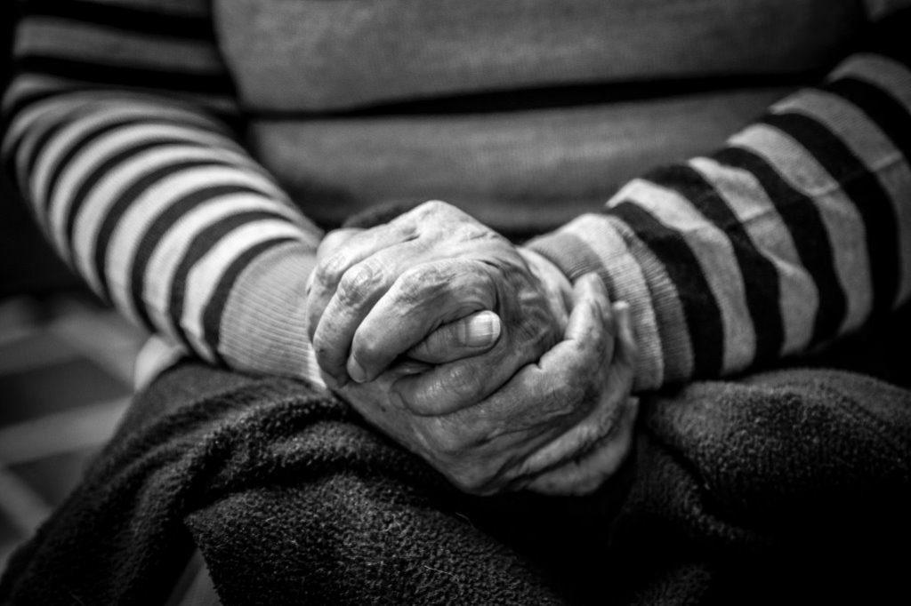 Depression durch Alleinsein und Krankheit im Alter