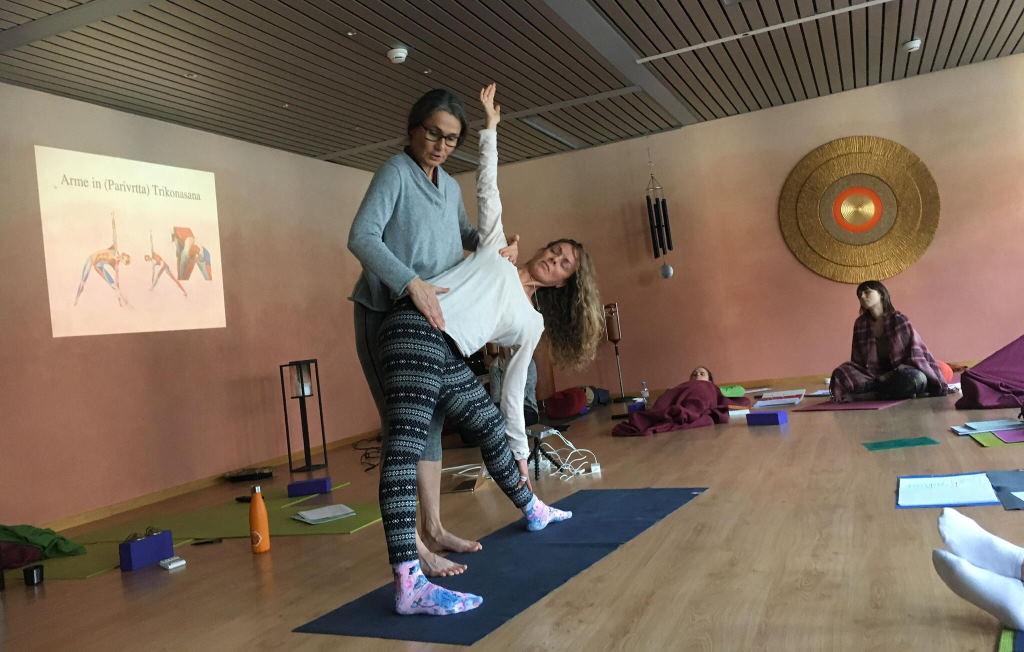 Yogalehrer Ausbildung bei YogaVeda, Partner vom Yogafestival Summer of Love