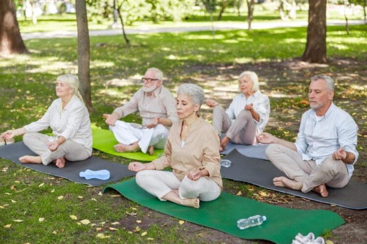 Für einen ruhigen und gesunden Lebensabend: Yoga, Meditation & Achtsamkeit für Senioren