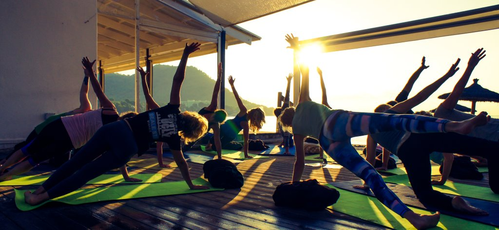 Yoga zum Sonnenaufgang