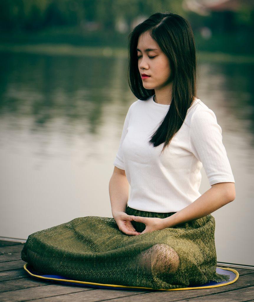 Meditation und Yoga hilft bei chronischen Ohrgeräuschen und Tinnitus