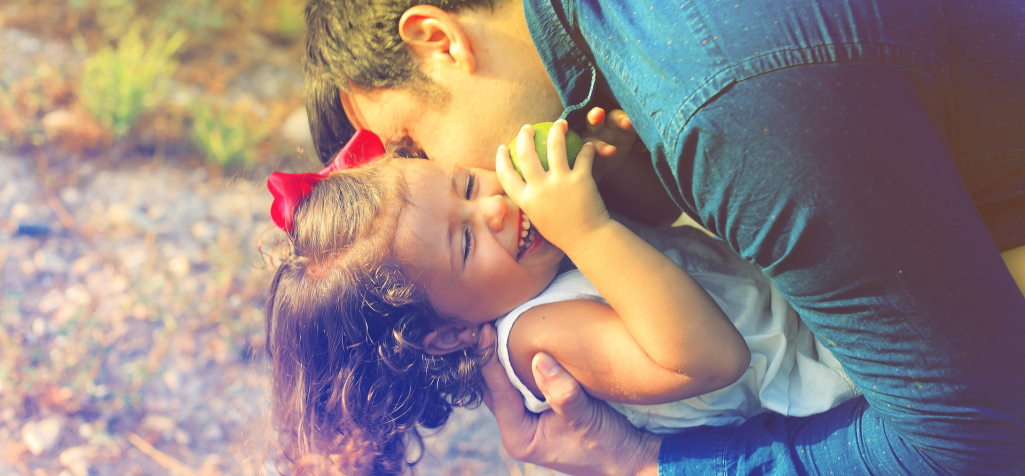 Glücklicher Familienvater mit Tochter